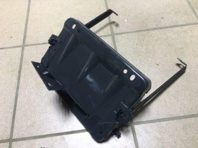 Основание крепления аккумуляторной батареи с кронштейнами в сборе (ОРИГИНАЛ)