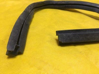 Уплотнитель неподвижного стекла задний правый-левый (ОРИГИНАЛ)