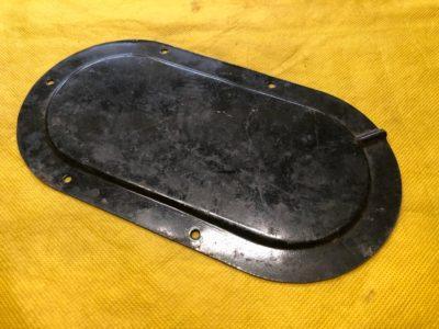 Крышка люка пола над реостатом указателя уровня бензина ГАЗ-21 (ОРИГИНАЛ)