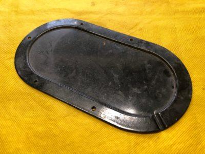 Крышка люка пола над реостатом указателя уровня бензина (ОРИГИНАЛ)