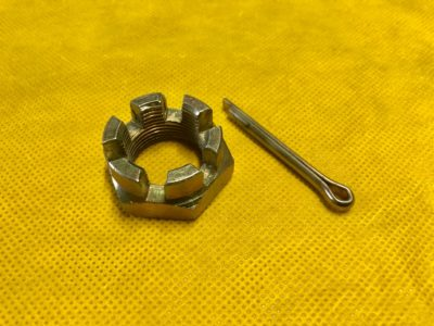 Гайка цапфы поворотного кулака +шплинт М24х1.5