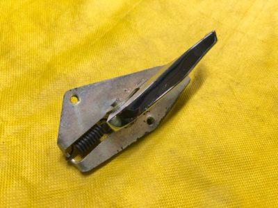 Ручка открывания двери внутренняя правая ГАЗ-24 (ОРИГИНАЛ)