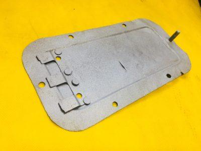 Крышка люка переднего усилителя пола в сборе ГАЗ-12 (ОРИГИНАЛ)
