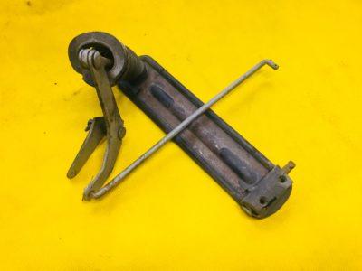 Рычаг тяги валика привода дроссельной заслонки с сошкой в сборе +педаль привода (ОРИГИНАЛ)