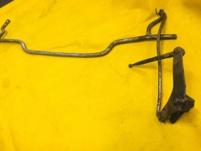 Рычаг тяги валика привода дроссельной заслонки с сошкой в сборе ГАЗ-12 (ОРИГИНАЛ)