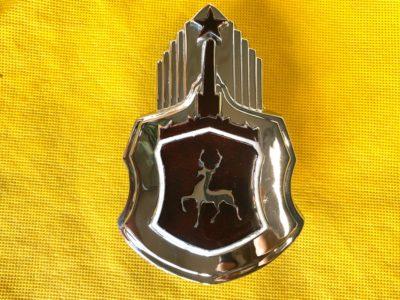 Знак капота заводской в сборе ГАЗ-12 ЗИМ
